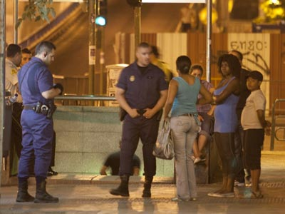 policía inmigrantes